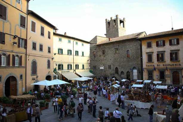 Mercatino medievale a Cortona in occasione della Giostra dell'Archidado